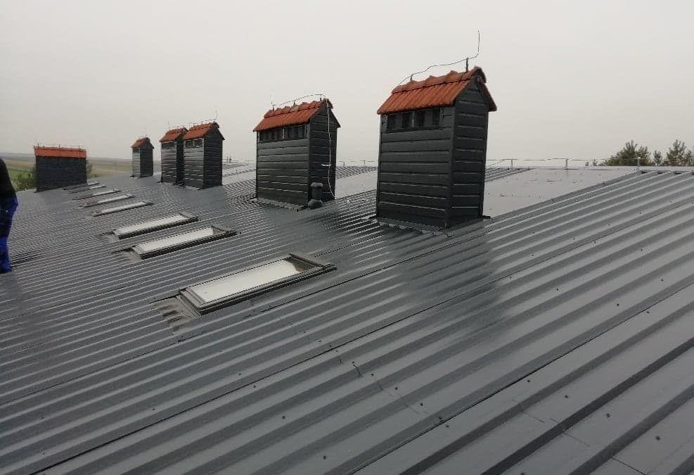 Remont dachu na częścią socjalną sali gimnastycznej Szkoły Podstawowej im. Jana III Sobieskiego w Laszkach